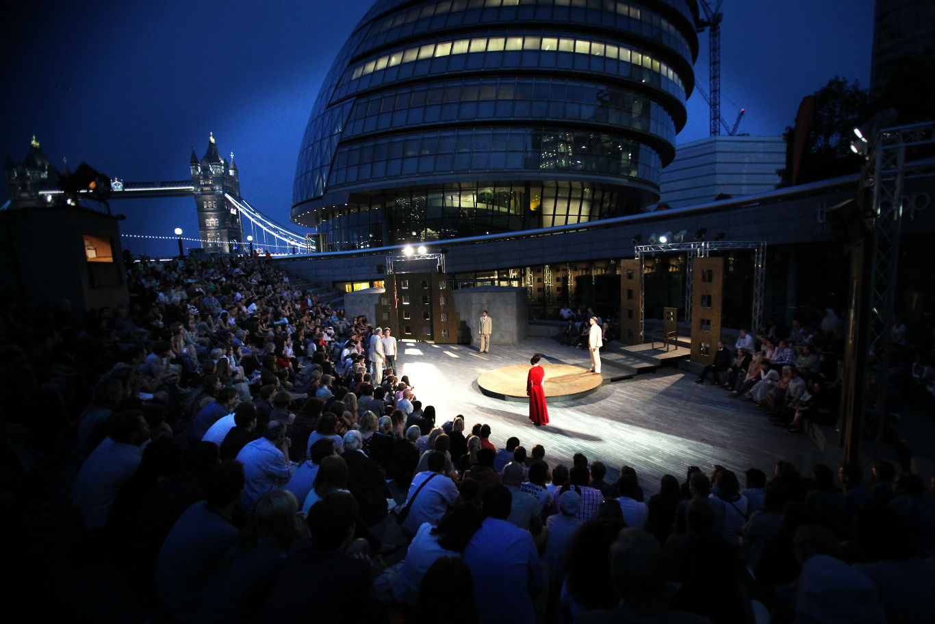 Free open-air theatre at the Scoop